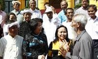 รองประธานประเทศต้อนรับคณะผู้แทนผู้ที่ได้รับการนับถือในชุมชนชนกลุ่มน้อยจังหวัดนิงถวน