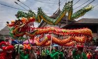 ชาวเอเชียต้อนรับปีใหม่ประเพณีอย่างสนุกรื่นเริง