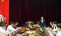 รองนายกรัฐมนตรีหวูดึ๊กดามหารือข้อราชการกับผู้บริหารจังหวัดเดียนเบียน