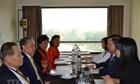 รัฐมนตรีการคลังเวียดนามพบปะทวิภาคีนอกรอบประชุมการประชุมเอเอฟเอ็มเอ็มและเอเอฟเอ็มจีเอ็ม ณ ประเทศไทย