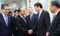 นายกรัฐมนตรีเหงวียนซวนฟุกพบปะกับผู้ประกอบการชั้นนำของจีน