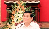 President urges Ninh Binh to restructure production