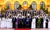 President receives recipients of January Star award