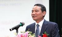 越南交通运输部部长张光义与山萝省选民接触