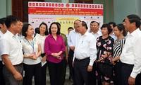 阮春福与海防市选民接触开展竞选活动