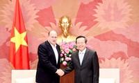越南国会副主席冯国显会见美国AIA公司首席执行官兼总裁杜嘉祺