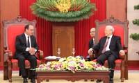 法国总统奥朗德圆满结束对越南的国事访问