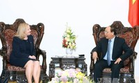 越南政府总理阮春福会见爱尔兰驻越大使莫兰