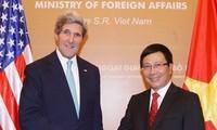 美国国务卿克里对越南、法国、英国和瑞士进行访问