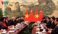 阮富仲会见中国全国人大常委会委员长张德江