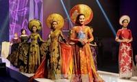 2017年胡志明市奥黛节吸引7万名游客参加
