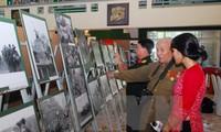 """""""历史时刻""""摄影展在胡志明战役博物馆举行"""