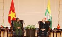 阮富仲会见缅甸国防军总司令敏昂莱