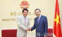越南公安部部长苏林会见越日关系特别大使杉良太郎