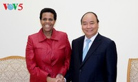 阮春福会见南非驻越大使