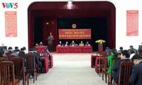越南国会副主席杜伯巳接触老街选民