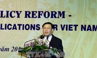 """王庭惠出席""""工资政策改革国际和越南经验""""研讨会"""