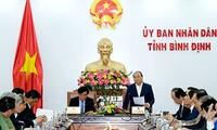阮春福与平定省领导人座谈