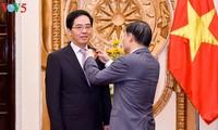 越南外交部向中国驻越大使授予友谊勋章