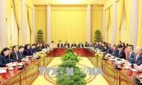 越南国家副主席邓氏玉盛会见日本商工会议所代表团