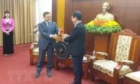 老挝建国阵线中央主席赛宋蓬访问和平省