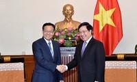 越南政府副总理兼外长范平明会见中国广西壮族自治区政府主席陈武