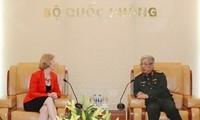 越南国防部副部长阮志咏会见新西兰驻越大使马修斯