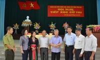 越南国会代表与各地选民接触