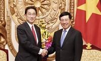 越南政府副总理兼外长范平明会见日本自民党政调会长岸田文雄