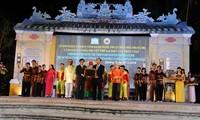 广南省发牌唱曲获颁世界文化艺术遗产证书