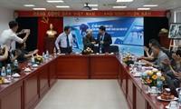 NICK UT摄影记者向越南新闻博物馆捐赠实物