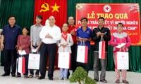"""阮春福向越南红十字会""""为贫困者和橙剂受害者过好年""""运动表示赞赏"""