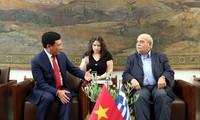 越南政府副总理范平明会见希腊国会领导人