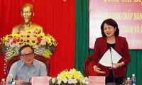 越南国家副主席邓氏玉盛视察得侬省