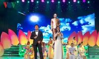 """纪念越南前国家主席孙德胜诞辰的""""献给您一首歌""""艺术晚会举行"""