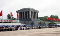 纪念遵循胡志明主席遗嘱49周年文艺晚会在河内举行
