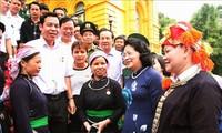 越南国家副主席邓氏玉盛会见老街省先进典型代表团