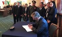 越南驻外代表机构举行陈大光主席吊唁仪式
