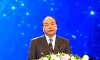 阮春福启程出席东盟领导人见面会并对印度尼西亚进行访问