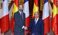 法国媒体纷纷报道法国总理菲利普访越的消息