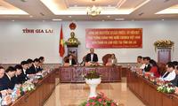 阮春福与嘉莱省领导人座谈