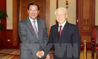 阮富仲会见柬埔寨首相洪森