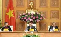 阮春福主持经济社会小组会议