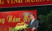 阮春福向中部地区原党政领导人拜年