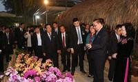 朝鲜劳动党领导代表团参观丹淮合作社兰花种植模式