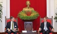 越共中央经济部部长阮文平会见美国东盟商务理事会代表团