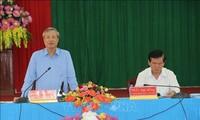 越共中央书记处常务书记陈国旺视察茶荣省