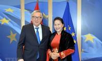 越南国会主席阮氏金银与欧洲议会议长安东尼奥·塔亚尼举行会谈