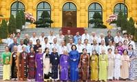 越南国家副主席邓氏玉盛会见永隆省为国立功者代表团