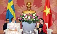 越南国会主席阮氏金银会见瑞典女王储维多利亚